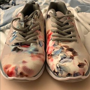 New Eassina Grey Floral Sneakers !